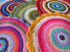 A Spoonful of Yarn winks mandala blanket Blog Crochet, Diy Crafts Crochet, Diy Crafts How To Make, Crochet Projects, Crochet Mandala Pattern, Crochet Circles, Crochet Cushions, Crochet Pillow, Crochet Blankets