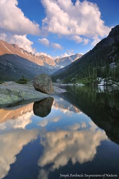 Love this photo, looks like Glacier Gorge looking up toward Longs Peak. Mountain Park, Rocky Mountain National Park, Yellowstone National Park, National Parks, Beautiful World, Beautiful Places, Colorado Plateau, Nature Photos, Rocky Mountains