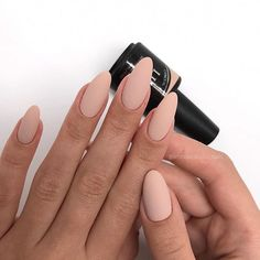 There are three kinds of fake nails which all come from the family of plastics. Acrylic nails are a liquid and powder mix. They are mixed in front of you and then they are brushed onto your nails and shaped. These nails are air dried. Perfect Nails, Gorgeous Nails, Pretty Nails, Perfect Pink, Nude Nails, Matte Nails, Coffin Nails, Matte Almond Nails, Beige Nails