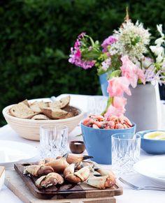 Krabbeklør og pil-selv rejer med dilddressing - skøn og nem opskrift Pil, Starters, Cheese, Table Decorations, Cooking, Danish, Food, Meal, Kochen
