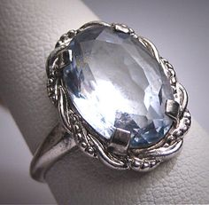 Antique Blue Spinel Ring Vintage Art Deco 1920 Wedding via Etsy Big Jewelry, Art Deco Jewelry, Jewelry Box, Jewelery, Jewelry Accessories, Jewelry Ideas, Antique Rings, Vintage Rings, Antique Jewelry