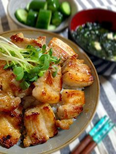 豚肉を冷蔵庫で寝かせるだけで、お店並みに美味しい熟成「塩豚」ができちゃうんです!作り置きしておけば様々な料理に大活躍。誰でもできる簡単レシピをご紹介します!