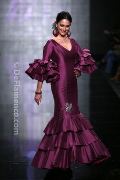 Sleeves Collection for fashion design Learner Flamenco Costume, Flamenco Dresses, Spanish Dress, Frill Dress, Classy Chic, Stunning Dresses, Fashion Dresses, Dresses Dresses, Jumpsuit Dress