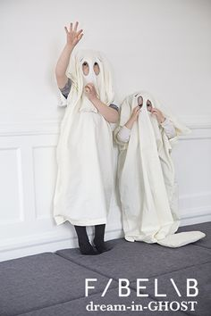 cute FABELAB ghost sisters!  this ghost costume is an organic baby duvet cover! FABELAB / DREAM-IN-COLLECTION: organic bedding sets that can turn into costumes! dream-in-GHOST ©fabelab 2014; foto: patriciaweisskirchner