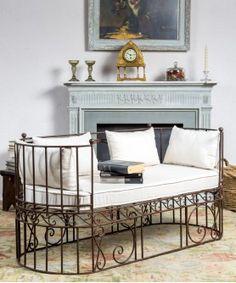 #banco #hierro #asiento #confort #comodo #relax #salon #interiores #exterior #decoracion #mueblesantiguos Entryway Bench, Relax, Furniture, Home Decor, Unique Furniture, Industrial Furniture, Antique Furniture, Antique Bench, Antique Beds