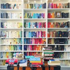 Rainbow bookshelves are the easiest way to make your library more beautiful … – Interior Design ♡ Wohnklamotte Bookshelf Organization, Bookshelf Styling, Bookshelf Ideas, Bookshelf Decorating, Ladder Bookshelf, Decorating Ideas, Box Shelves, Bookshelf Design, Home Library Design