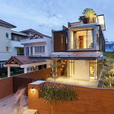 Home Design: A Semi-Detached House In Singapore Connects To Its Semi Detached, Detached House, Unique Architecture, Interior Architecture, Style At Home, Singapore House, Image House, Villas, House Plans