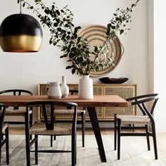 Grey Dining Tables, Casual Dining Rooms, Black Dining Chairs, Natural Wood Dining Table, Large Round Dining Table, Dining Table Centerpieces, Dining Room Modern, Warm Dining Room, Leather Dining Room Chairs