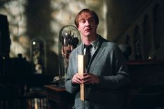 Remus Lupin was Harry's favorite Hogwarts professor in the Harry Potter series. Harry Potter World, Lupin Harry Potter, Images Harry Potter, Mundo Harry Potter, Harry Potter Cast, Harry Potter Universal, Harry Potter Characters, Remus Lupin, Hermione Granger