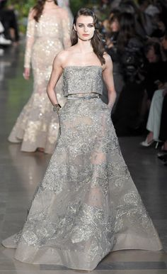 Elie Saab Couture Spring love her dresses. Couture Fashion, Runway Fashion, Fashion Show, Fashion Spring, London Fashion, Vestidos Fashion, Fashion Dresses, Robes Glamour, Belle Silhouette