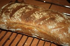Szybki chleb graham , to prosty przepis , na własne pieczywo . Nie skomplikowany , szybki w wykonaniu i bardzo , bardzo smaczny . Polecam Graham, Bread, Food, Pies, Brot, Essen, Baking, Meals, Breads