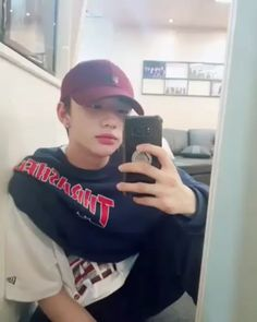 hwang hyunjin is king of selcas Lee Min Ho, K Pop, Shared Folder, Lee Know, My Prince, Kpop Boy, Video Editing, Boyfriend Material, South Korean Boy Band