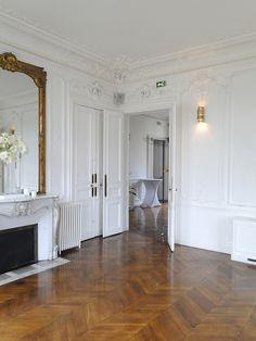 © Loft Connexion by Samuel Johde French Apartment, Parisian Apartment, Paris Apartments, Neoclassical Interior, Deco Studio, Gothic Home Decor, Gothic House, Elegant Homes, Home Decor Accessories