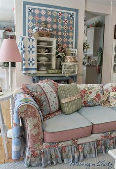 Create the Perfect Shabby Chic Kitchen – Simple Shabby Chic Shabby Chic Sofa, Shabby Chic Interiors, Shabby Chic Cottage, Shabby Chic Furniture, Shabby Chic Decor, Cottage Style, Handmade Furniture, Rustic Furniture, Furniture Design