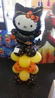 Hello Kitty Halloween mylar balloon column with polka dots latex balloons.  #hellokitty