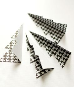 Christmas Craft Idea: Paper Trees in black and white card stock paper. Includes full tutorial how to make mini paper trees for Christmas. Diy Christmas Decorations Easy, Christmas Paper Crafts, Paper Decorations, Christmas Crafts, Christmas Ideas, Origami Tree, Ward Christmas Party, Motifs Perler, Globe Ornament