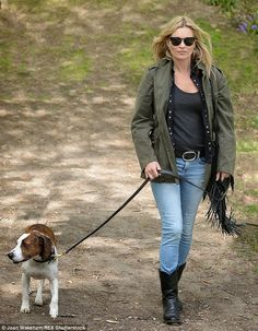 Kate Moss spends a beautiful weekend in the woods in Oxfordshire | Kate Moss Universe