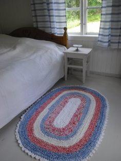 rag rug in old cabin