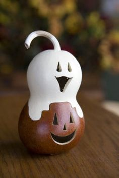 use a bottle gourds to make this great ghost and jack-o-lantern