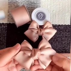 Diy Crafts Hacks, Diy Crafts For Gifts, Diy Ribbon, Ribbon Crafts, Ribbon Flower, Ribbon Hair, Fabric Crafts, Ribbon Embroidery Tutorial, Bow Tutorial