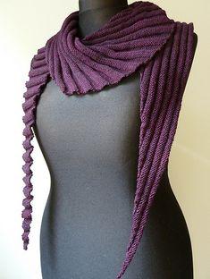Ravelry: Project Gallery for Frangiflutti pattern by edith filzhof - Stirnband Stricken Poncho Knitting Patterns, Knitted Poncho, Knitted Shawls, Knitting Yarn, Hand Knitting, Crochet Patterns, Ribbon Yarn, Diy Scarf, Crochet Woman