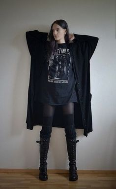 169a681cc17ce Maybe an idea for a nice oversized cardigan. Gothic Chic