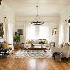 66 best farmhouse living room remodel ideas (61)