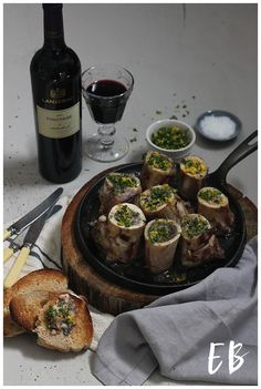 This recipe can be baked in the oven or you can braai them. Another truly South African recipe that shouts out for a full bodied, rich wine. That's why the famous Lanzerac's Pinotage is the perfect fit for this dish with its smoky soft top notes combined with black plums and cherries, hints of polish Braai Recipes, Wine Recipes, Cooking Recipes, Bone Marrow, South African Recipes, Food Photography Styling, Oven Baked, Light Recipes, I Foods