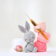 Crochet Hook Sizes, Crochet Hooks, Bunny Toys, Bunnies, Thick Yarn, Crochet Bunny, Face Design, Crochet Basics, Crochet Patterns Amigurumi