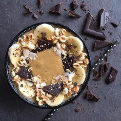 """Saturday afternoon situation Banana-vanilla-peanut butter delicacy: 2 small ripe bananas 1 tbsp maca powder 1/2 cup vanilla soy milk 1 tbsp peanut…"" Soy Milk, Smoothie Bowl, Bananas, Acai Bowl, Bowls, Peanut Butter, Vanilla, Powder, Vegan"
