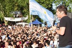 """KICILLOF: """"LA INCLUSION SOCIAL ES LA UNICA RECETA PARA QUE ARGENTINA CREZCA""""   Kicillof: """"La inclusión social es la única receta para que Argentina crezca"""" El diputado nacional Axel Kicillof se encontró este sábado con más de tres mil vecinos del municipio de Almirante Brown para analizar la situación económica y política actual. A poco tiempo de cumplirse un año de mandato de la alianza Cambiemos el referente del FpV agregó: Vemos cómo se abren las importaciones y se cierran las industrias…"""