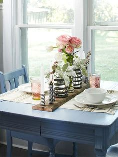 Cool 35 Creative Diy Vintage Window Home Interior Makeover Ideas. More at http://trendecor.co/2018/05/12/35-creative-diy-vintage-window-home-interior-makeover-ideas/