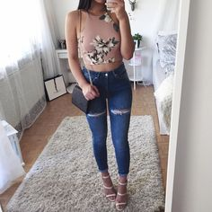 Check out @hayley_bui's online shop @tamedrebelz You can get this pair of jeans for 10% off with the DC 'Thanya10'