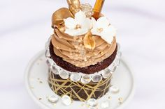 Craze or crazy? $900 cupcake is topped with gold