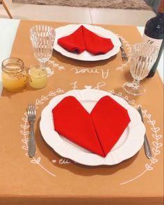 Romantic Dinner Setting, Romantic Breakfast, Romantic Dinners, Valentines Day Decorations, Valentines Diy, Diy Room Decor For Teens, Diy Tableware, Dining Ware, Picnic Date