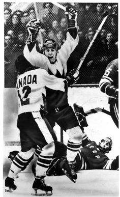 Paul Henderson winning goal in the Canada-Russia Summit Series 1972 Hockey Shot, Ice Hockey, Hockey Games, Hockey Players, Robert Parish, Anniversary Games, Hockey Boards, Hockey Pictures, Hockey World