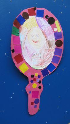 Thema ik: zelfportret in de spiegel tekenen + spiegel versieren.