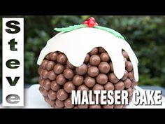 You& love this Malteser Cake Recipe Easy Video Tutorial that shows you how to make this very popular and incredibly delicious dessert. Christmas Cupcakes, Christmas Sweets, Christmas Cooking, Christmas Foods, Whopper Cake, Malteser Cake, Apple Smoothies, Xmas Food, Christmas Pudding