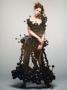 Rie Hosokai http://innovatrendy.com/2012/09/rie-hosokai-daisy-ballon/