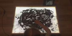 «Я очень по нему скучаю». Российская школьница нарисовала историю войны прахом прадедушки  Десятилетняя школьница из России нарисовала историю войны прахом собственного прадедушки. Видео, запечатлевшее процесс, оказалось выложено на Youtube.