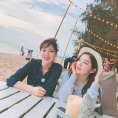 Wendy e Irene. Kpop Girl Groups, Korean Girl Groups, Kpop Girls, Wendy Red Velvet, Red Velvet Irene, K Pop, K Wallpaper, Red Velvet Seulgi, Wattpad