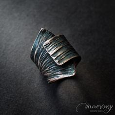Another patina ring turned out to be extremely laconic in its simplicity. I do like such forms as they draw attention without enjoining you on anything. Еще одно колечко в черной патине, получилось лаконичное и простое. Люблю такие формы, привлекают внимание и ни к чему не обязывают. #maevskyhandmade