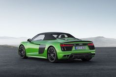 It took Audi two years before they released their Spyder coupe in a convertible model but the wait was worth it. With a horsepower increase from Wallpaper Audi R8, Wallpaper Cars, Car Wallpapers, Mercedes Auto, Mercedes Stern, Audi A1, Audi R8 V10 Plus, Vw Passat, Audi R8 Spyder