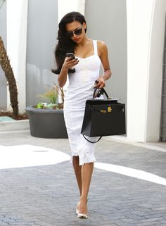 With a spot-on fit, Naya's dress walks the line between classic and all-out sexy. Thanks to a below-the-knee hemline and a posh bag, she makes the look daytime appropriate, though we love the idea of taking this to date night, too.