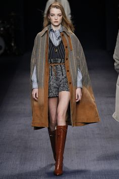 The Trussardi fall/ winter ready-to-wear collection is a hoot really, with the inclusion of uniforms turned daily outfit looks on the Milan Fashion Week runway. Look Fashion, Runway Fashion, High Fashion, Fashion Show, Womens Fashion, Fashion Design, Fashion Trends, Milan Fashion, Fall Fashion