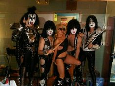 Lady Gagas Twitpics with Kiss