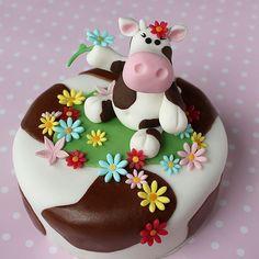 La vaquita feliz en su pastel!!!!