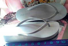 Old Navy silver gray flip flops aprox US size 7