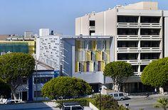 Step Up on 5th, Santa Monica, California Brooks + Scarpa Con 46 ambientes destinados a personas indigentes y con problemas mentales, es un edificio 50% más eficientecomparado con un ambiente convencional debido al ahorro de energía que proporciona el sistema eléctrico instalado.