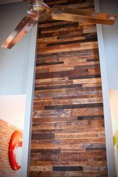 R aliser un mur en bois de palette o pinterest home renovation - Mur en bois de palette ...